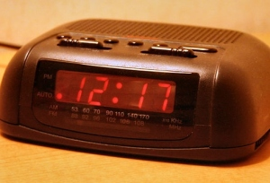 Digital clock of a basic design commonly found in hotels. Photo shot by Derek Jensen (Tysto), 2005-September-29 via Wikimedia Commons